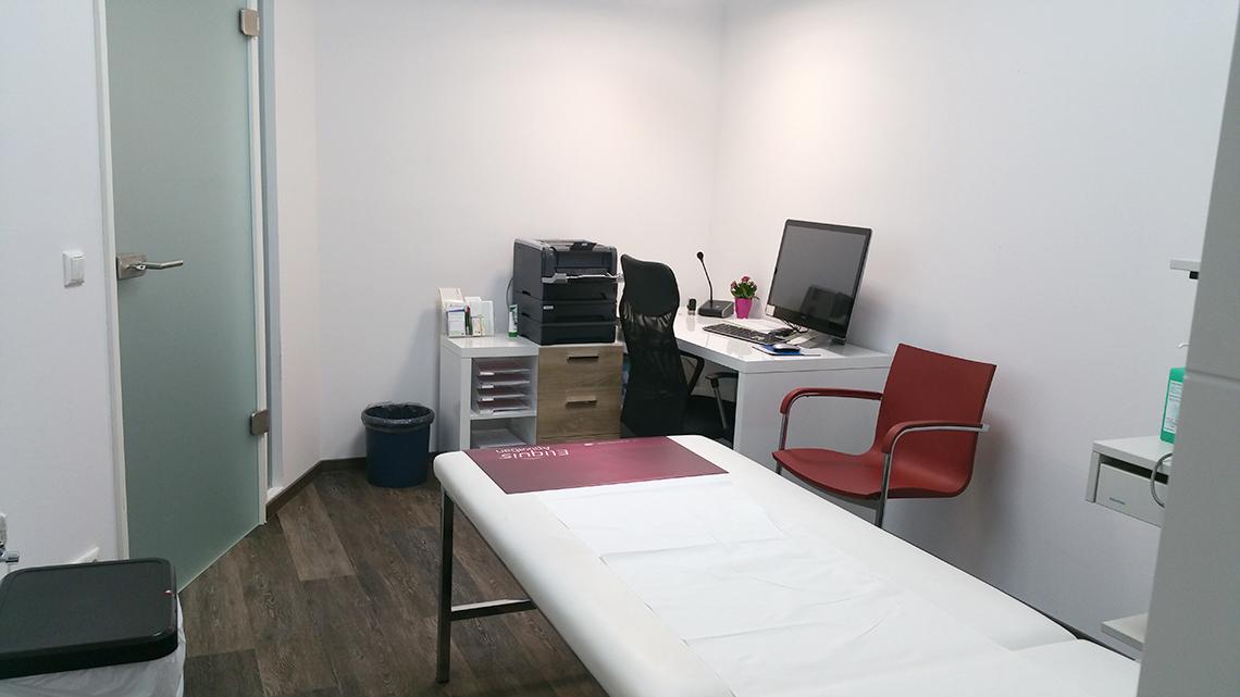 Einblick in das Sprechzimmer in der Praxis - Facharzt Dr. Thiess Potsdam